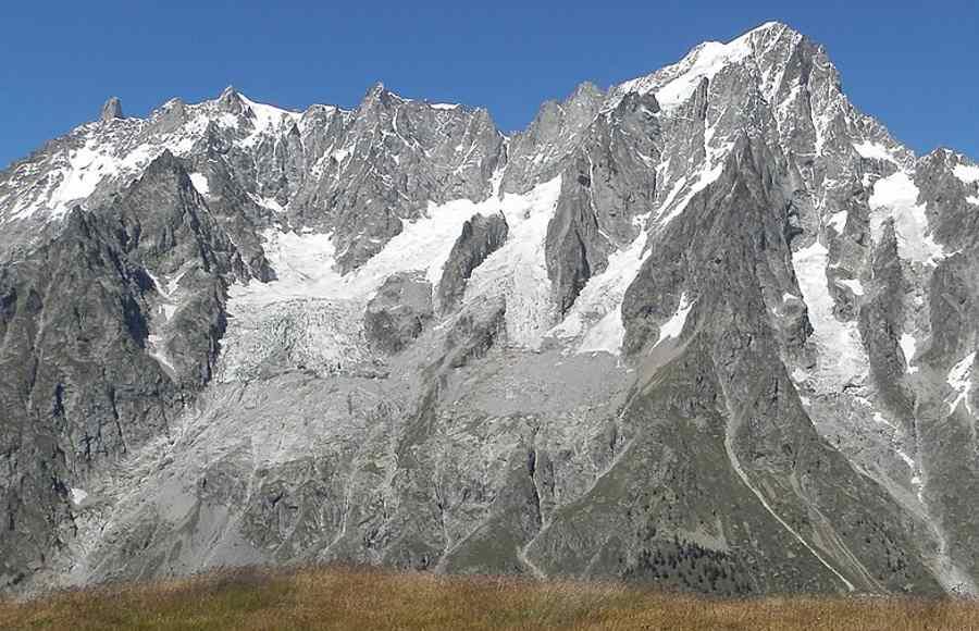 Topniejący lodowiec w rejonie Mont Blanc grozi zawaleniem