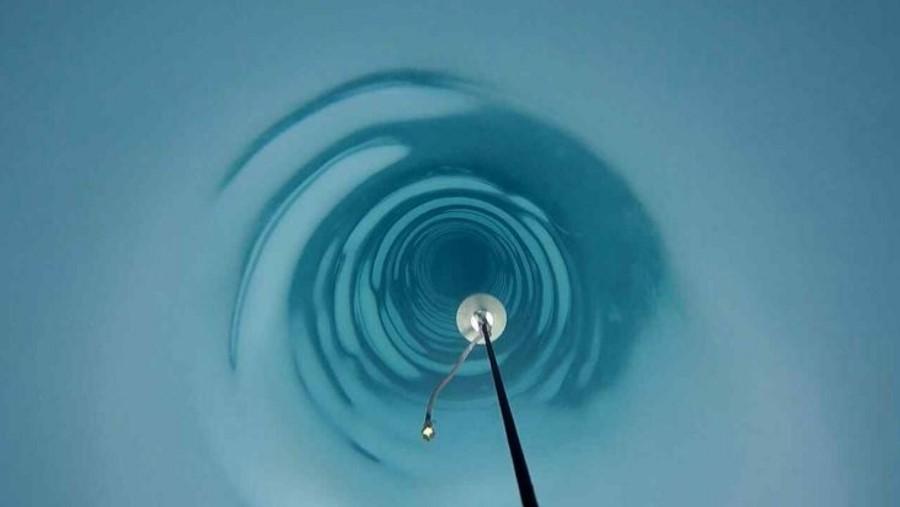Otwór w lodzie Antarktydy