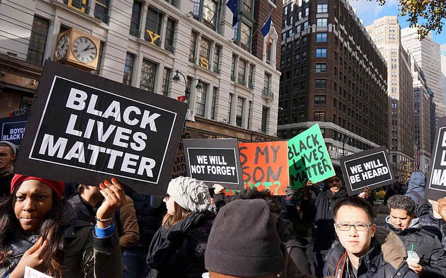 Naukowcy: Amerykańska policja bardziej brutalna wobec czarnoskórych
