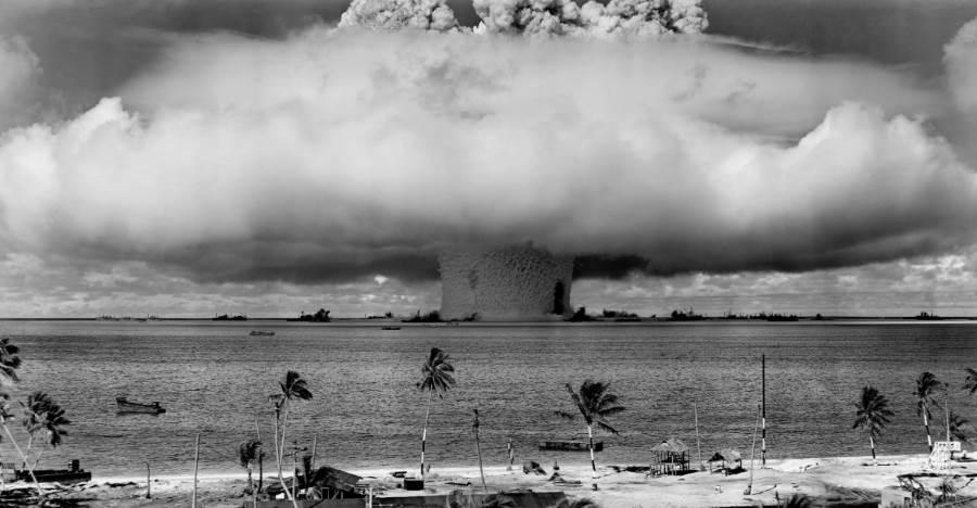 Grzyb atomowy po testach broni jądrowej na atolu Bikini