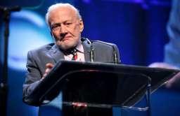 Buzz Aldrin podczas przemówienia