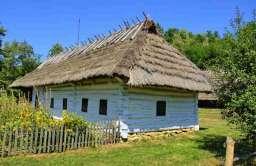 Wiejska chata w skansenie