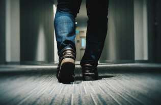 Powolny chód może być objawem szybszego starzenia się