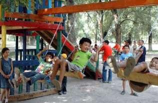 Dzieci na huśtawce