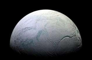 Kolejne związki organiczne znalezione w materii wyrzucanej z Enceladusa