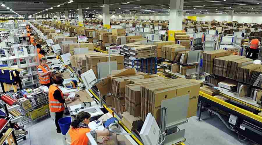 Pracownicy zakładu produkcyjnego