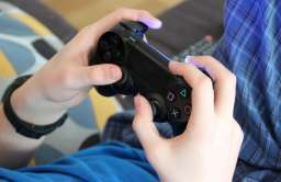 Badania wskazują, że granie w brutalne gry wideo w dzieciństwie nie zwiększa agresji w późniejszym życiu