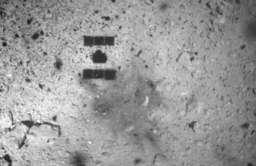 Cień sondy Hayabusa 2 na planetoidzie Ryugu