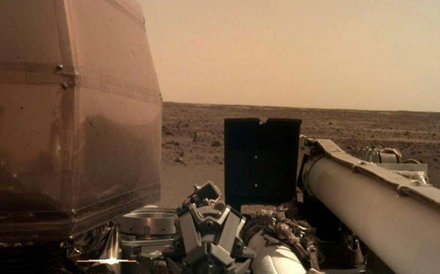 Zdjęcie z Marsa wykonane przez lądownik InSight