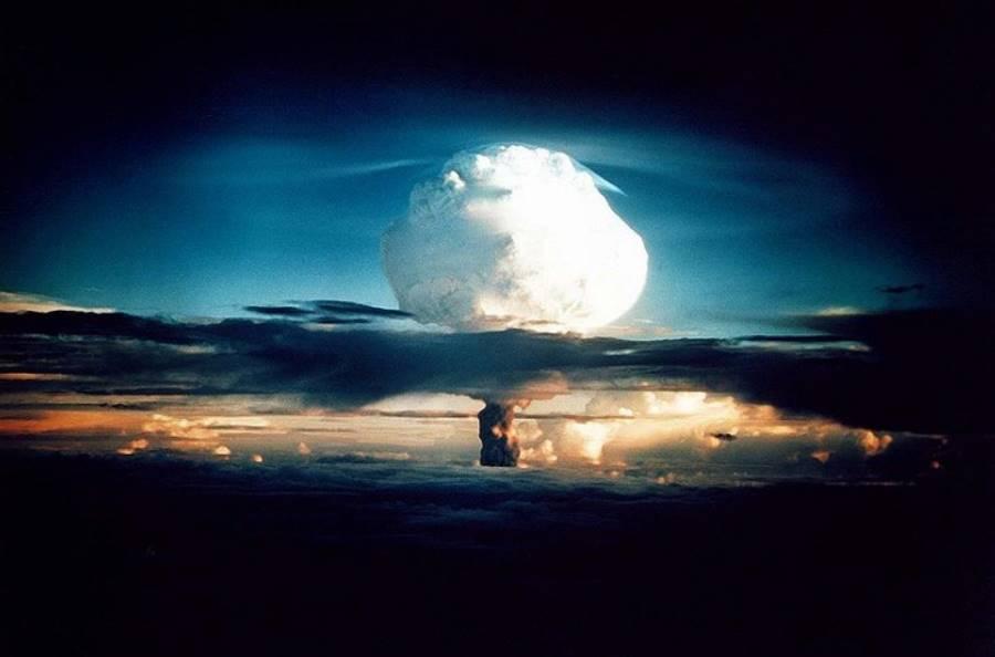 Grzyb atomowy po eksplozji ładunku Mike