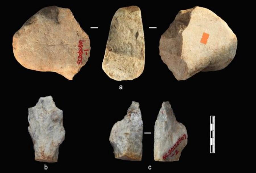 Datowane kamienne artefakty