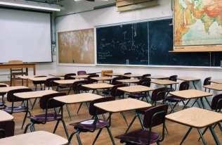 Praca nauczyciela a ryzyko żylaków. Praca w pozycji stojącej może poważnie szkodzić!