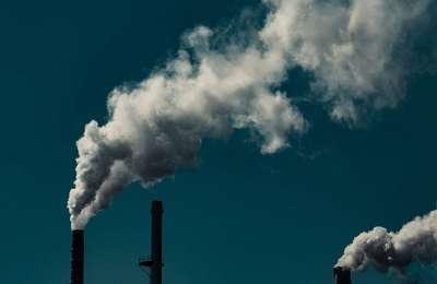 Dym wydobywający się z kominów