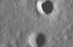 Kratery uderzeniowe na Księżycu