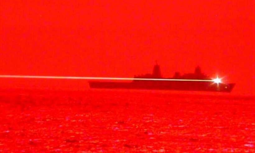 Laser niszczy drona. Marynarka USA publikuje nagranie z testów nowej broni