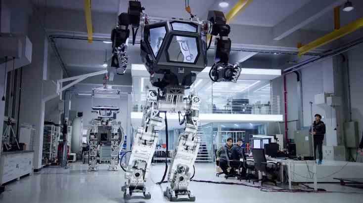 Mecha - humanoidalny robot sterowany przez pilota znajdującego się w jego wnętrzu