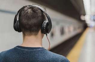"""Muzyka rozprzestrzenia się jak wirus. Badacze ustalili najbardziej """"zaraźliwy"""" gatunek"""