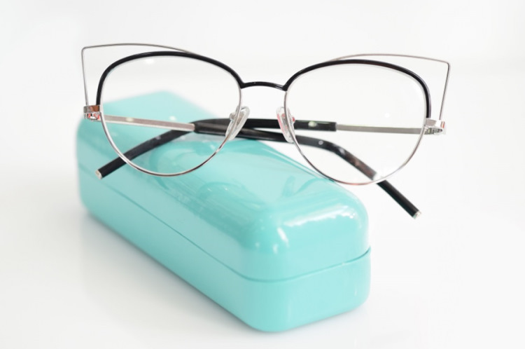 Kształt twarzy a oprawki okularowe - najważniejsze zasady dobierania okularów