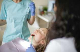 Plusy i minusy implantów zębowych