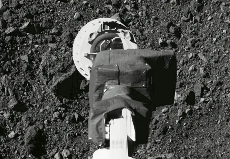Sonda OSIRIS-REx pobrała próbki z planetoidy Bennu
