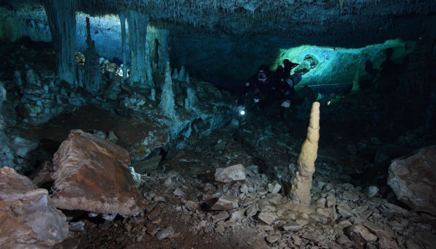 Kopalnie ochry sprzed 12 tys. lat odkryte w sieci podwodnych jaskiń w Meksyku