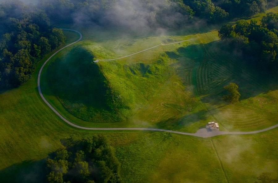 Monumentalne budowle ziemne rdzennych Amerykanów powstawały zdumiewająco szybko