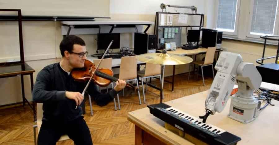 Robot-pianista