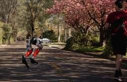 Dwunożny robot tworzy historię. Biegiem pokonał dystans 5 km