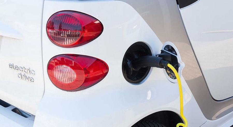 Tania i szybko ładująca się bateria o dużym zasięgu do samochodów elektrycznych
