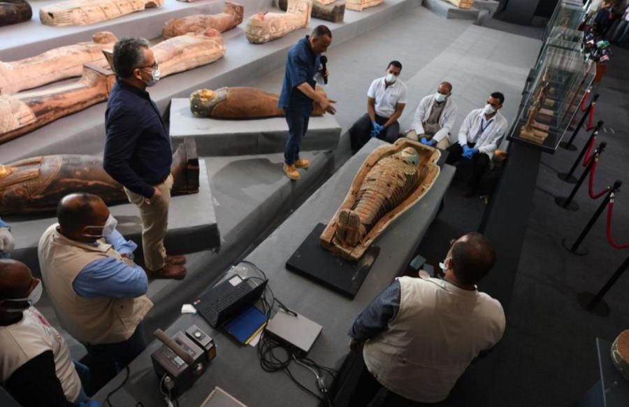 Egipt: archeolodzy znaleźli ponad 100 sarkofagów i około 40 złoconych posągów sprzed 2500 lat