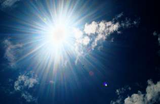 Sztuczna fotosynteza bardziej wydajna? Nowy pomysł polskich badaczy