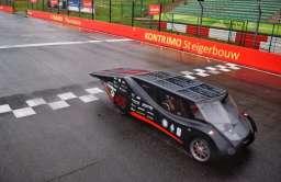 Solarny bolid z Politechniki Łódzkiej zwycięzcą 24-godzinnego wyścigu