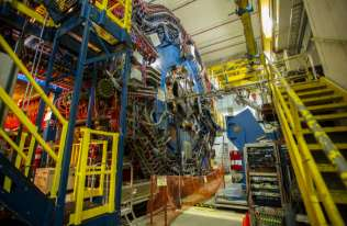 Zderzenia fotonów mogą wytwarzać materię i antymaterię
