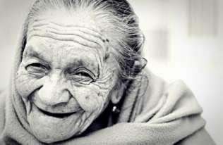 Naukowcy badają długowieczność. Możliwe, że sekret tkwi w jelitach