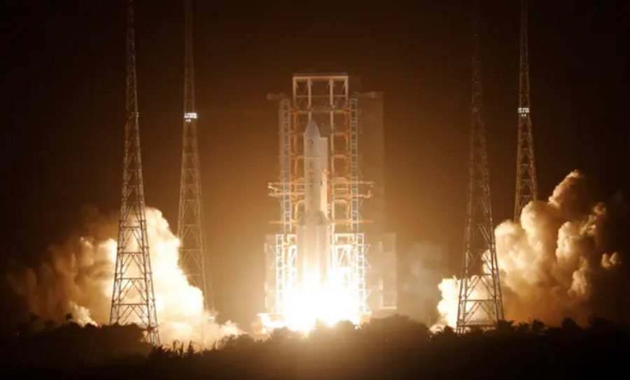 Chiny lecą po księżycowe próbki. Start misji Chang'e-5
