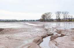 wysychająca rzeka