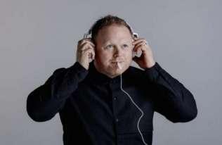 Nowe sposoby leczenia szumów usznych. Pomoże muzyka elektroniczna i stymulacja języka