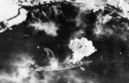 Tirpitz - niemiecki pancernik z II wojny światowej bombardowany przez samoloty aliantów