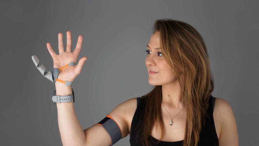 Nasz mózg potrafi przystosować się do... dodatkowego kciuka