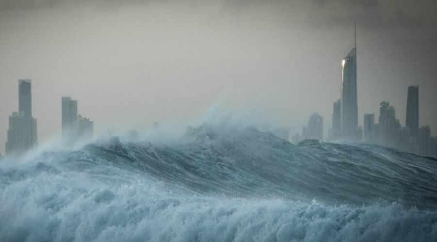 Fala tsunami zalewające metropolię