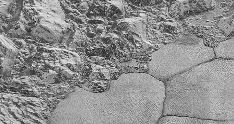 Wydmy zamarzniętego metanu na Plutonie