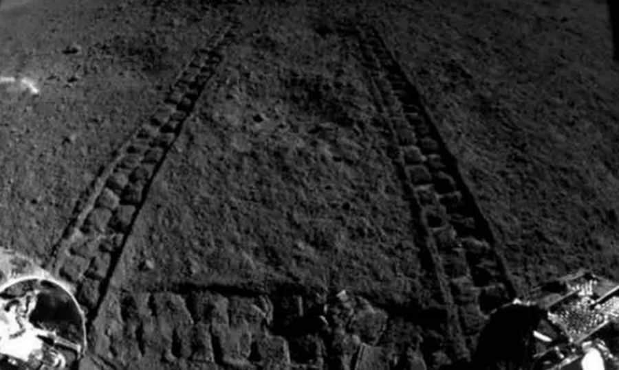 Chiński łazik znalazł dziwną substancję po niewidocznej stronie Księżyca