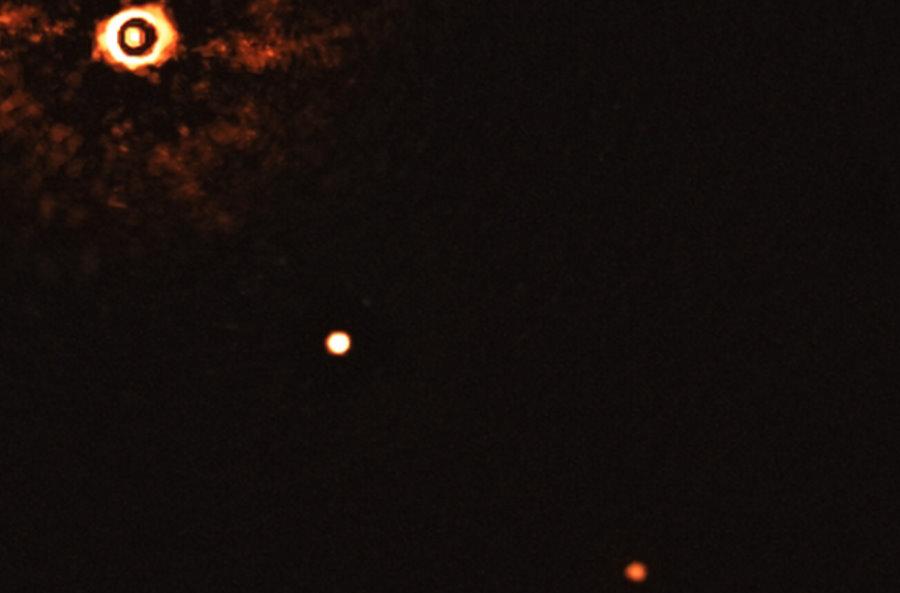 Pierwsze bezpośrednie zdjęcie podobnej do Słońca gwiazdy z wieloma egzoplanetami