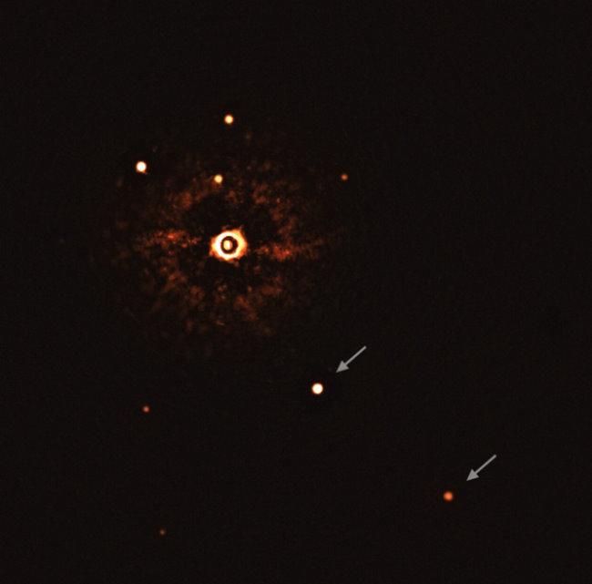 Pierwsze w historii zdjęcie wieloplanetarnego systemu wokół gwiazdy podobnej do Słońca