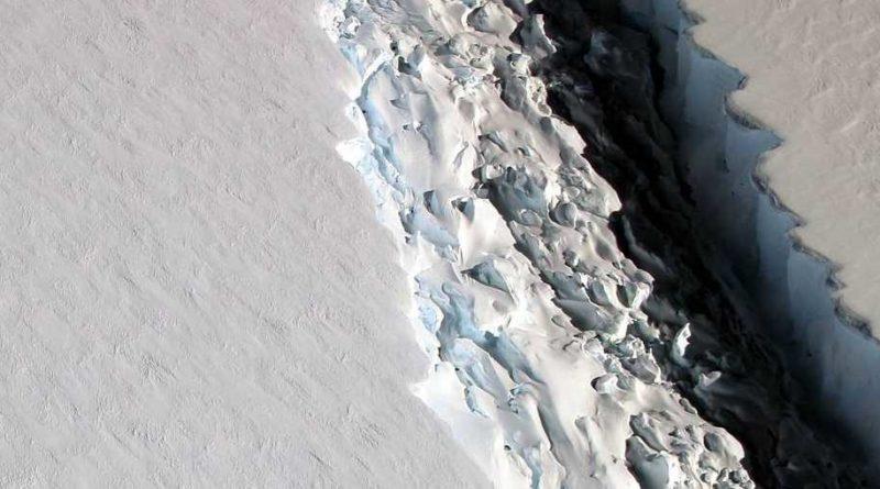 pęknięcie w lodowcu Larsen C