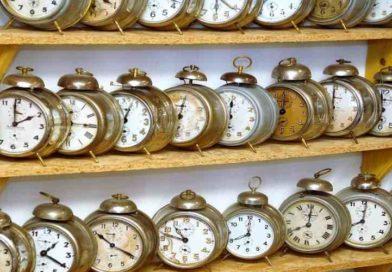 Wnocy zsoboty naniedzielę zmieniamy czas naletni ipośpimy krócej