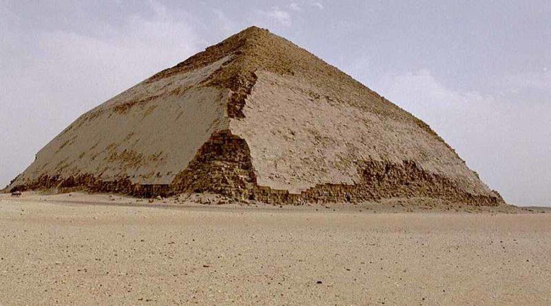 Odkryto pozostałości nieznanej piramidy w Dahszur